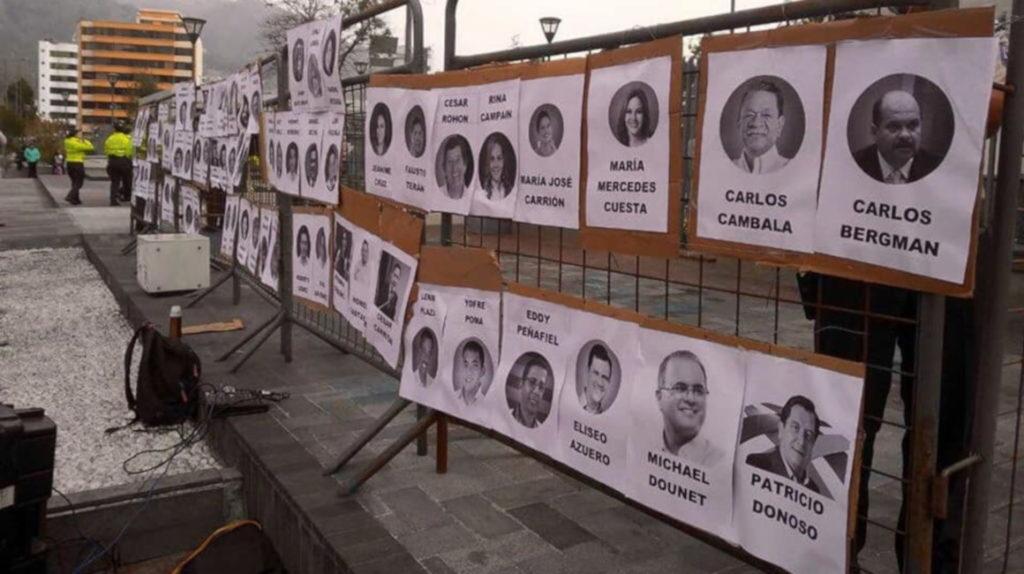 Un mural exhibe los rostros de los asambleístas que negaron la despenalización del aborto