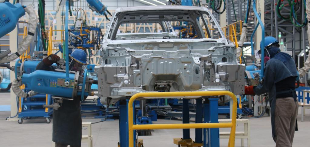 Industria automotriz ecuatoriana intenta reactivarse con exportaciones y tecnología