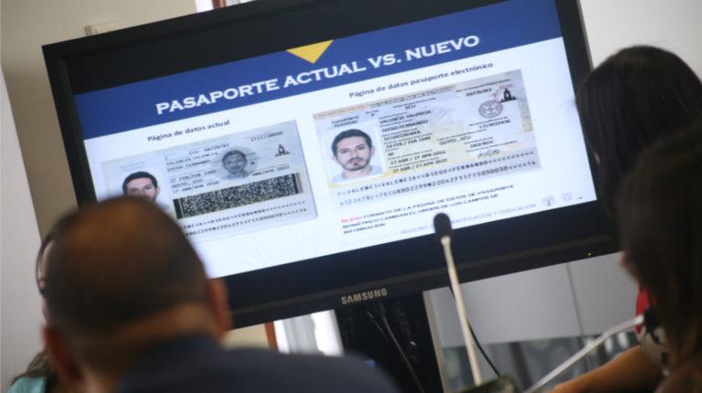 El Registro Civil presentó el nuevo modelo del pasaporte biométrico en marzo, en la Comisión de Relaciones Internacionales de la Asamblea.