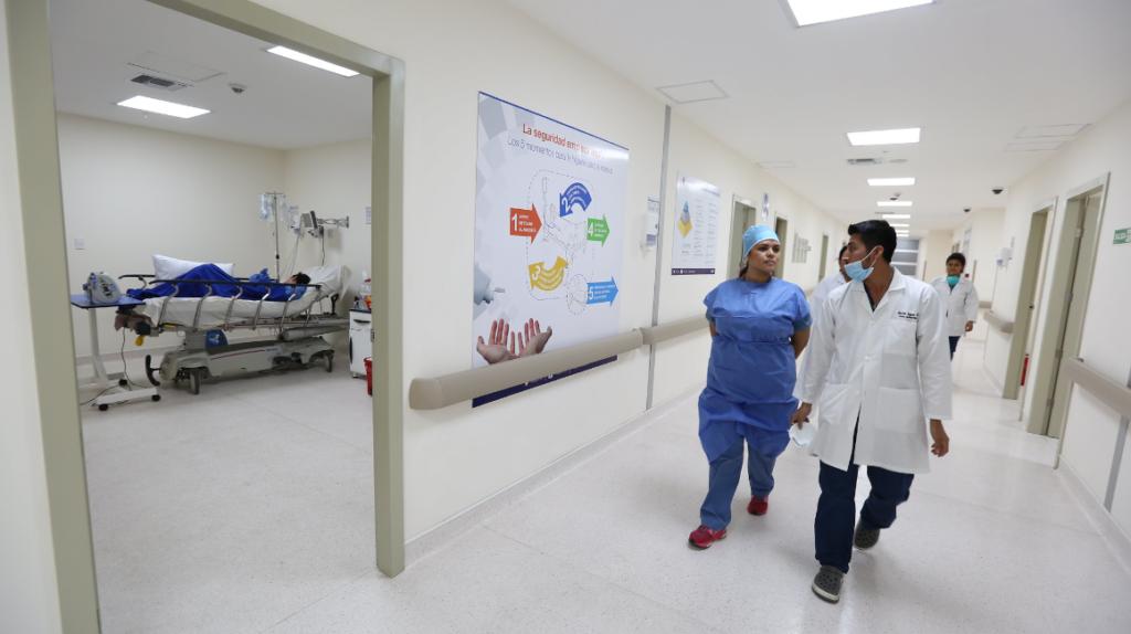 Hospital del IESS en Guayaquil pagó USD 11,9 millones de más por medicamentos
