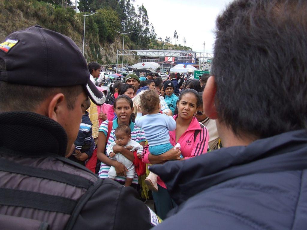 Funcionarios de Colombia cuestionan visa impuesta por Ecuador a venezolanos
