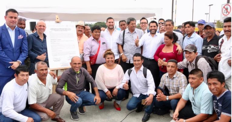 La Federación pesquera Foape asegura que su relación con el Gobierno es cordial. En la foto, los pescadores junto al ministro Iván Ontaneda.