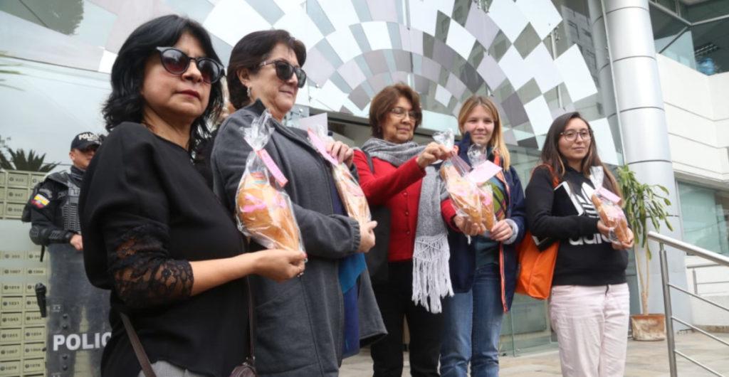 Con guaguas de pan embarazadas colectivo insiste en despenalizar aborto por violación