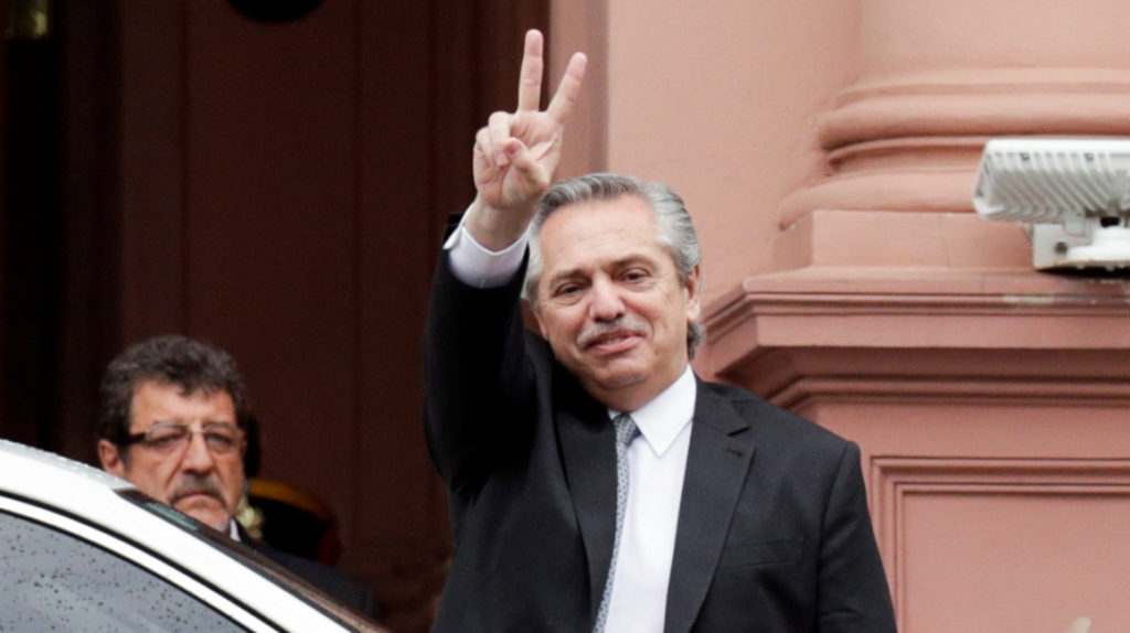 Fernández presenta equipo para gobernar a Argentina