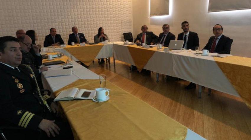 La CIDH en reunión con el ministro de Defensa, Oswaldo Jarrín, el 28 de octubre de 2019.