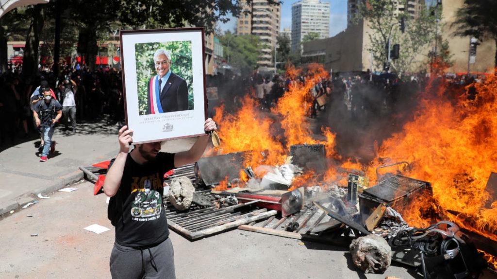 Llegan a 15 los muertos en Chile, izquierda da la espalda a Piñera