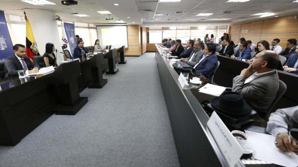 Sindicatos y empresarios llegan a siete acuerdos laborales