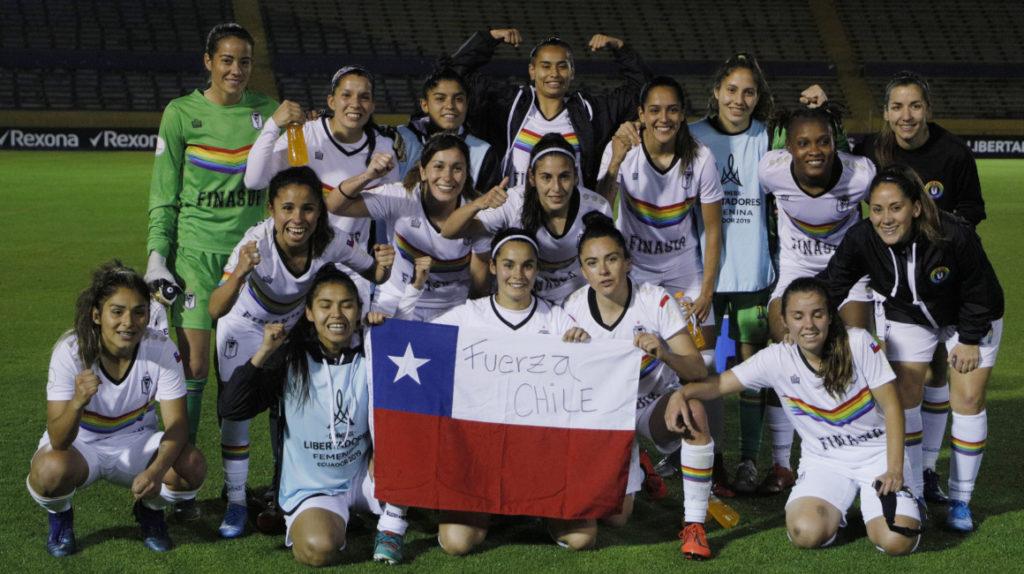 Santiago Morning femenino lleva un mensaje de inclusión en su camiseta