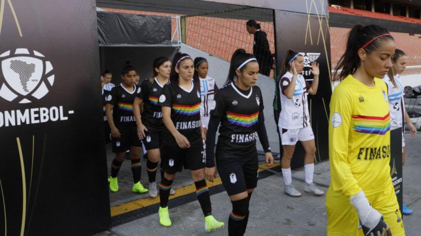 La camiseta es una edición especial para jugarla en Copa Libertadores 2019.