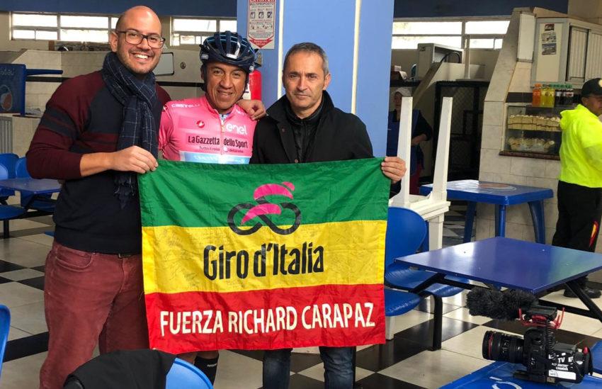 El equipo de la Rai junto a Omar Chamorro, amigo de Richard.