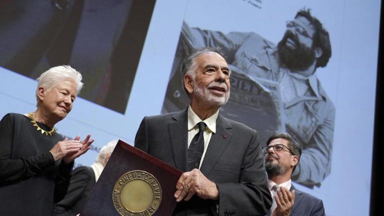 Francis Ford Coppola recibiendo el premio Lumière en el Festival de Lyon