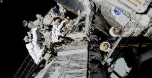 Jessica Meir y Christina Koch en la Estación Espacial Internacional.