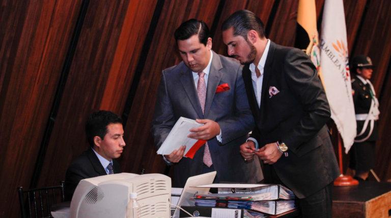 Raúl de la Torre (derecha) fue secretario de la Comisión de Fiscalización de la Asamblea en 2016.