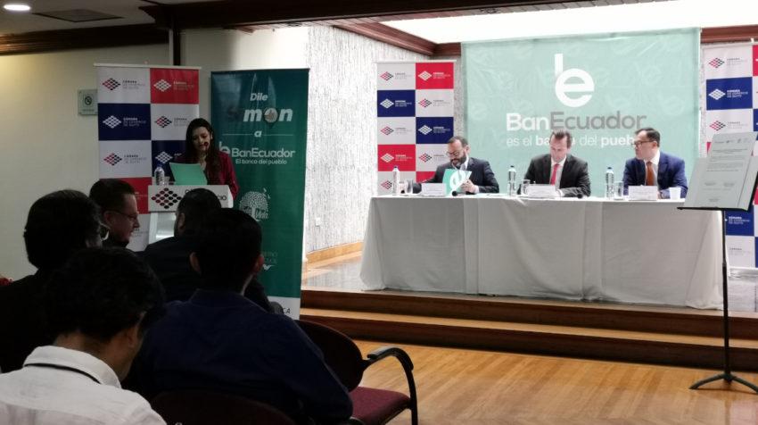 Firma del convenio de cooperación para reactivar los negocios afectados por el paro.