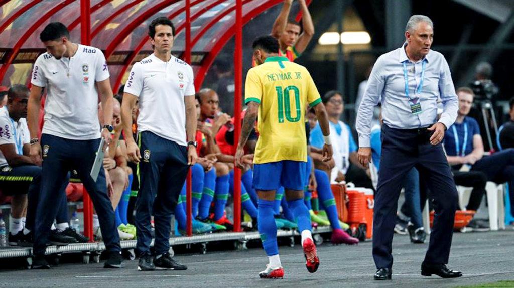 Neymar se lesionó y estará cuatro semanas fuera de las canchas