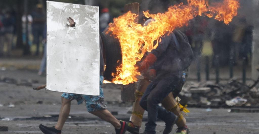 Los enfrentamientos volvieron al parque El Arbolito, a pesar del toque de queda