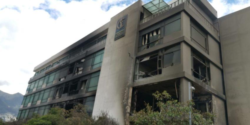 El edificio de la Contraloría fue incendiada el sábado 12 de octubre de 2019.