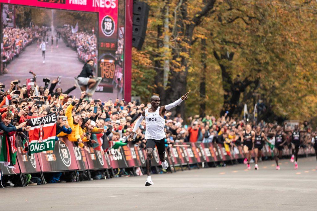 El récord obtenido por Eliud Kipchoge no será reconocido de forma oficial