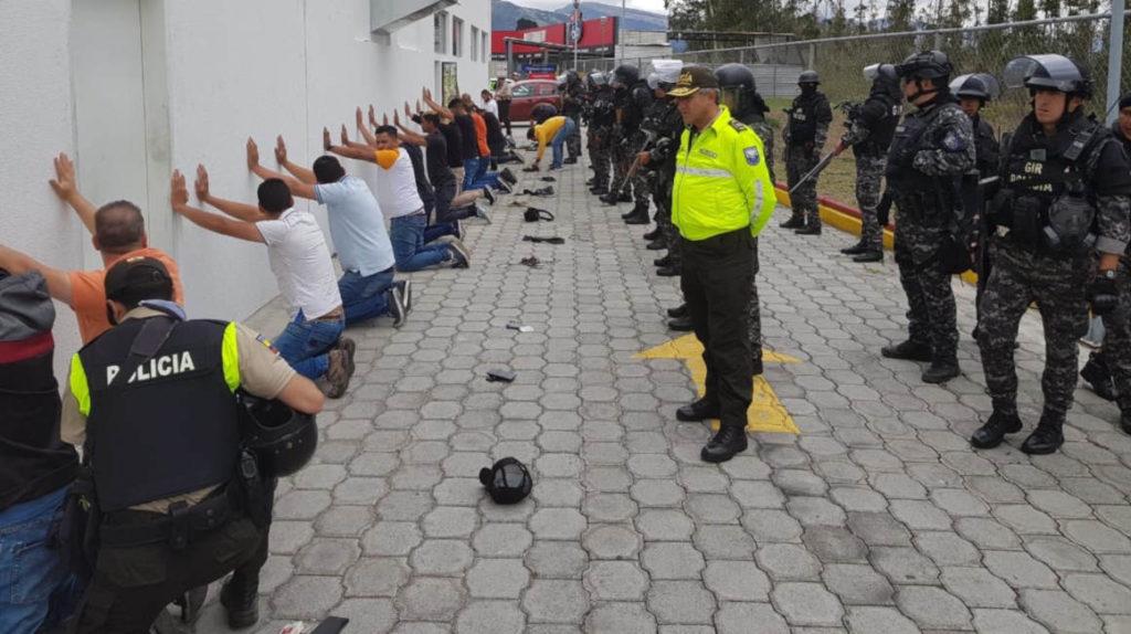 """Venezolanos en Ecuador exigen una """"disculpa pública"""" a ministra tras arrestos"""