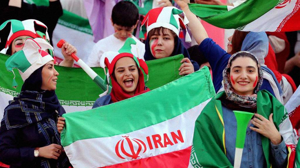 Las mujeres iraníes regresaron a los estadios de fútbol después de 40 años