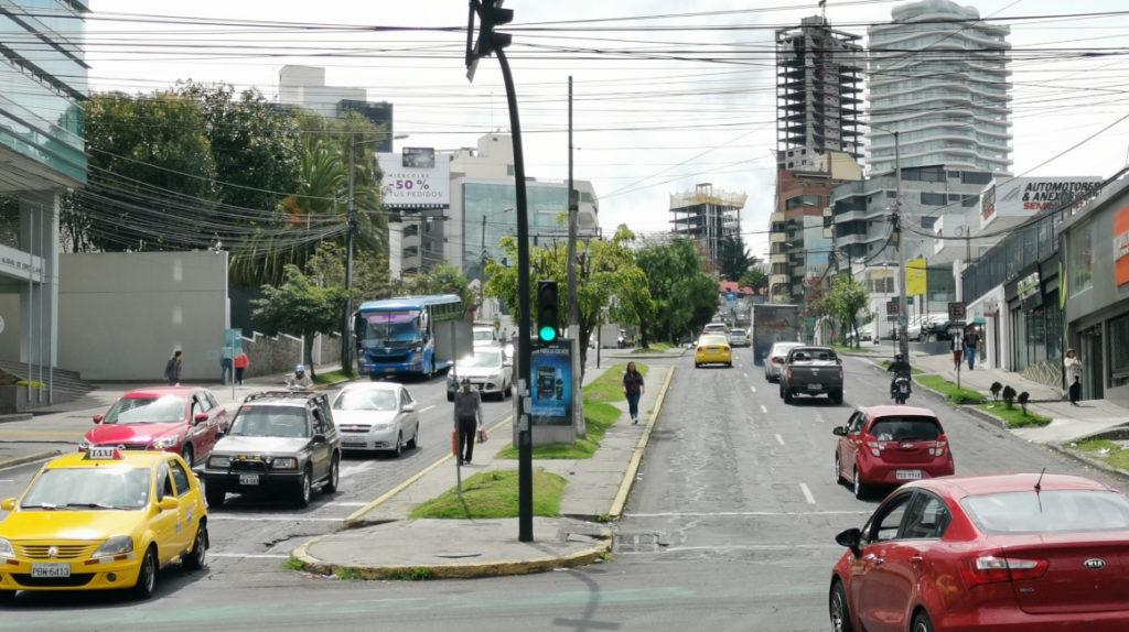 Quito intenta retomar sus actividades con 16 cruces de vías cerrados