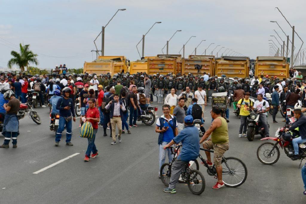 Autoridades frenan ingreso de manifestantes que viajaban desde Quevedo a Guayaquil