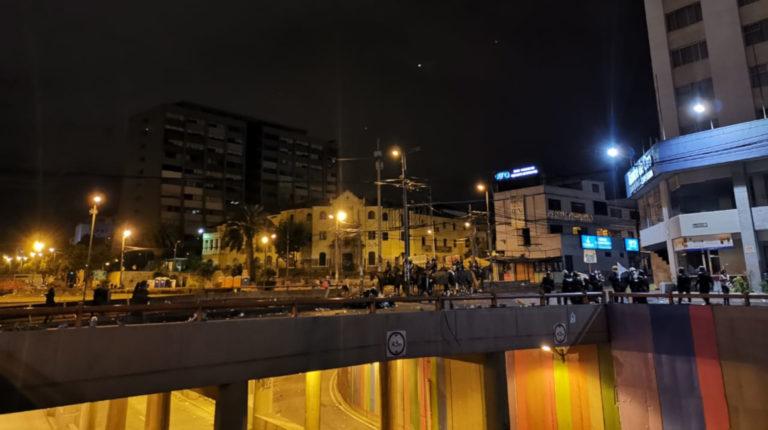 Momentos en los que la policía se dirigía hacia la Universidad Católica de Ecuador (PUCE)