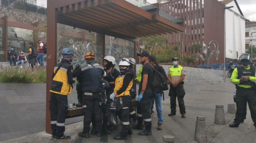Miembros de socorro atendieron a los heridos.