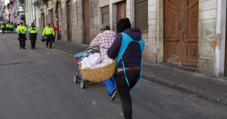 Comerciantes salieron a vender sus productos en las calles.