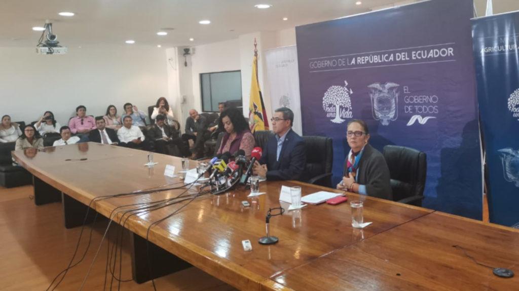 """El gobierno vuelve a Quito y dice que hay """"primeras conversaciones"""" con los indígenas"""