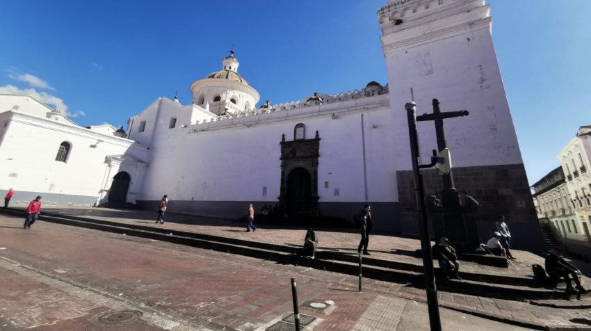 En Centro Histórico de Quito se instalaron distintos cercos policiales.