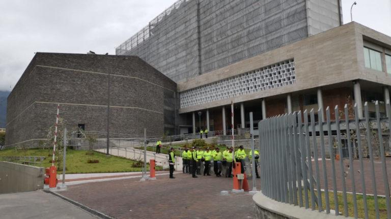 La sede de la Asamblea Nacional, con resguardo policial, la mañana del 8 de octubre del 2019.