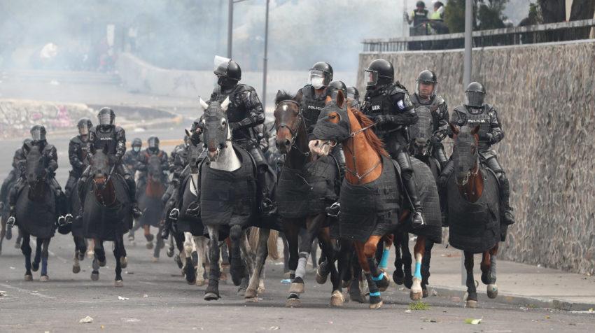 La Policía desalojó la Asamblea Nacional, a cuyas instalaciones ingresaron manifestantes la tarde del 8 de octubre del 2019.
