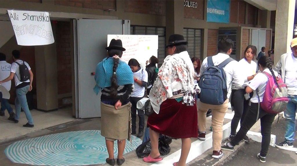 PUCE habilita centro de acopio para atender a los indígenas llegados a Quito