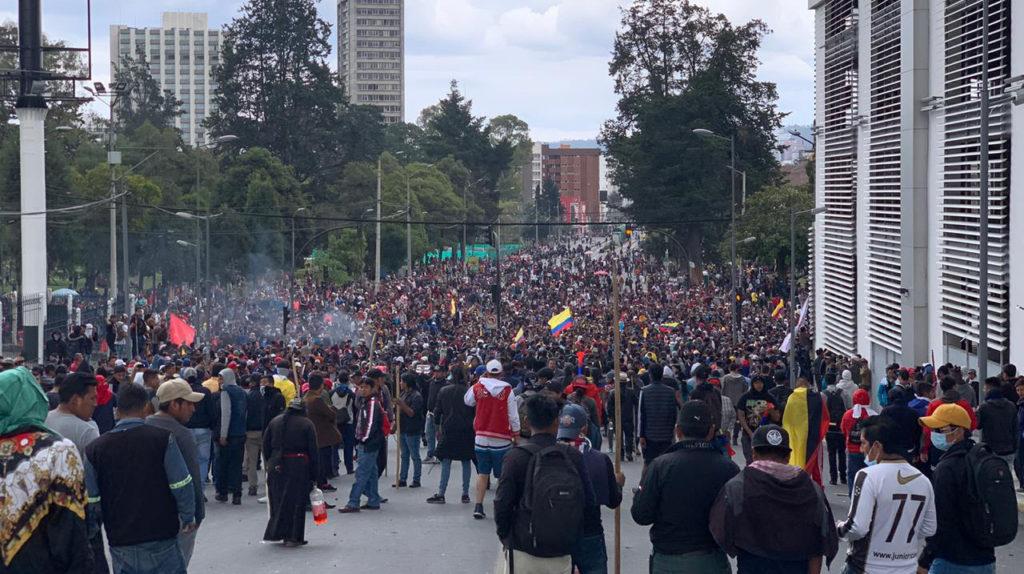 Indígenas hacen una exhibición de fuerza en el Parque El Arbolito