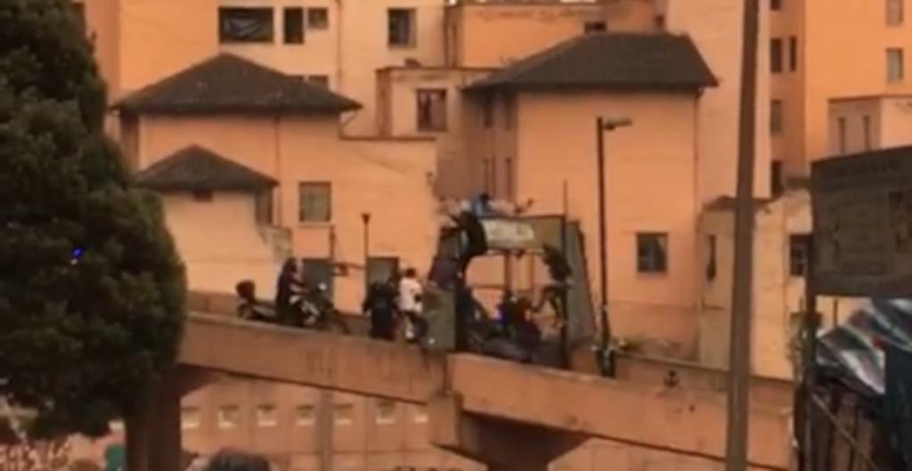 La Policía confirma que dos personas cayeron del puente de San Roque, en Quito