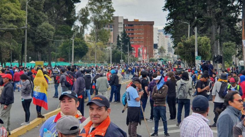 Concentración de grupos indígenas en los alrededores del Parque El Arbolito, en Quito.