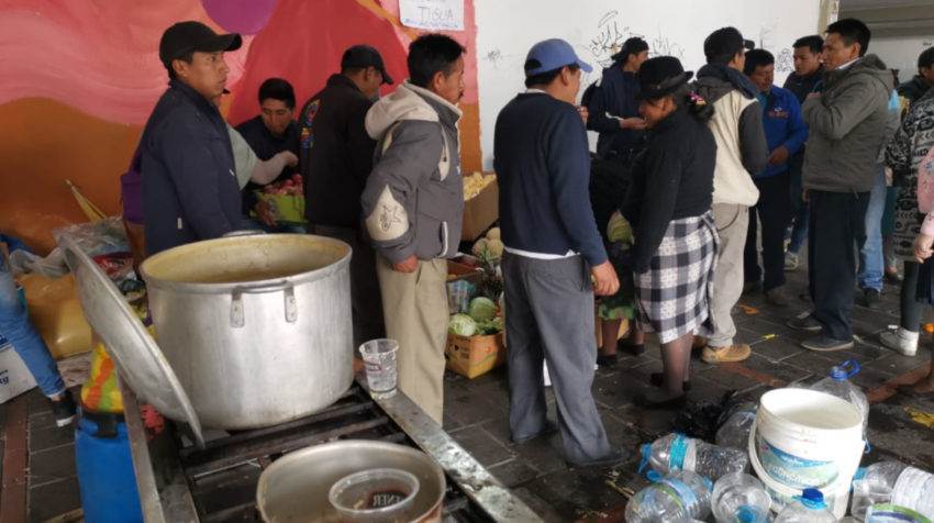 Los integrantes de la Conaie tienen puestos de comida, atención de salud y servicio.