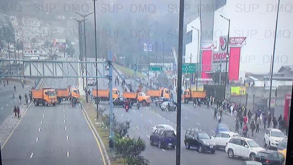 Varias vías de Quito amanecen cerradas por nuevas movilizaciones
