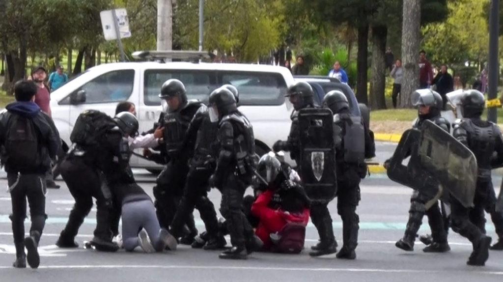"""Defensoría: """"se ha constatado que hubo ciertos excesos"""" en el control de las protestas"""