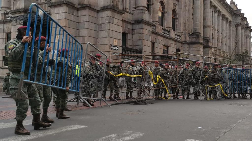 El Palacio de Carondelet es desalojado ante la arremetida de los manifestantes