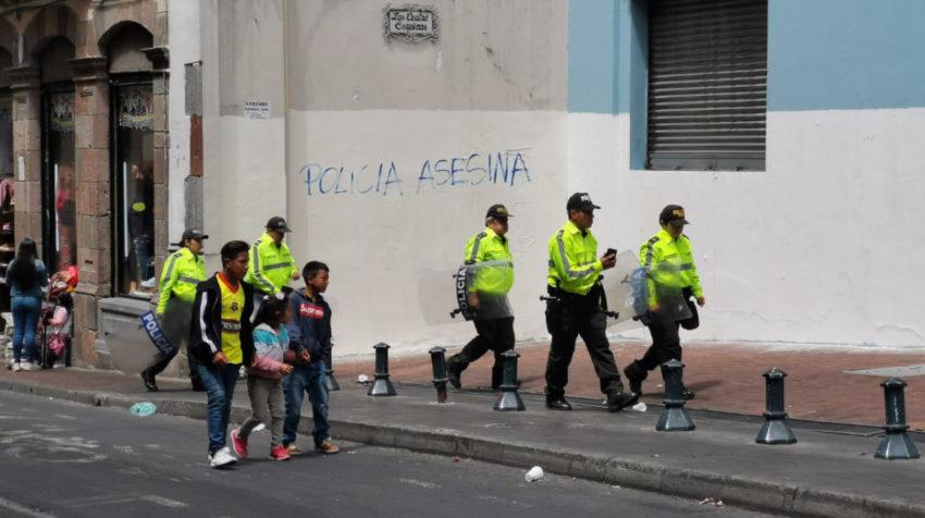 Policías patrullan las calles del Centro Histórico el 4 de octubre del 2019.