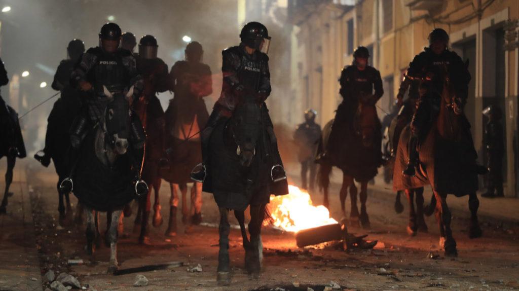 Paro de transportistas provoca marchas y enfrentamientos