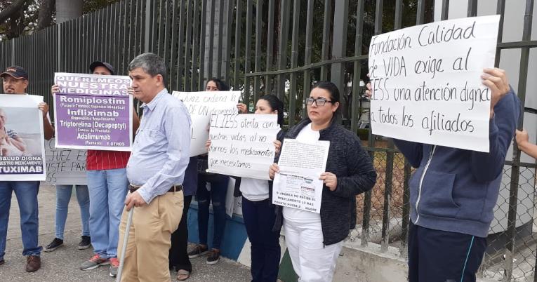 Familiares de pacientes con enfermedades catastróficas reclamaron por la falta de medicinas.