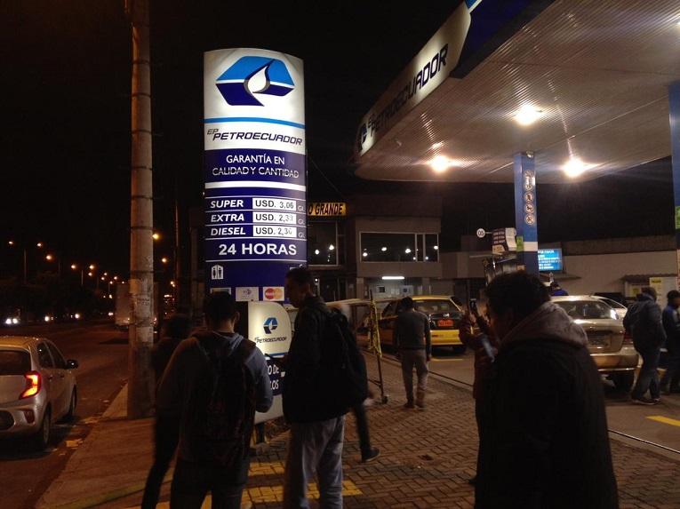 A partir de las 24:00 de hoy los precios de los combustibles en las estaciones de Petroecuador fueron cambiados.