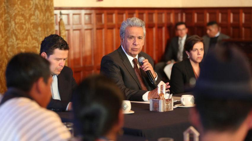 El presidente Lenín Moreno junto a Sebastián Roldán y María Paula Romo, en una reunión con la Feine, el 20 de noviembre de 2019.