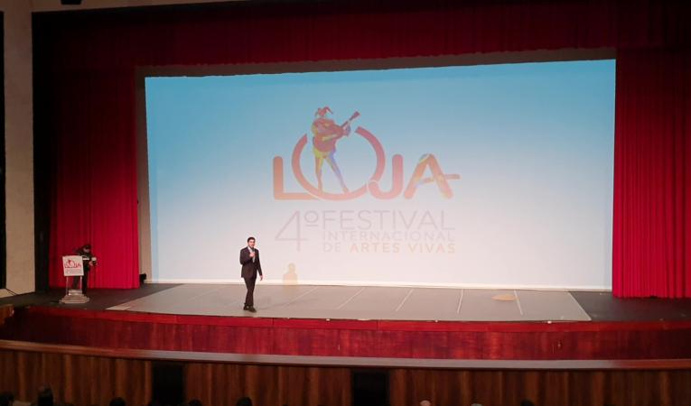 El vicepresidente Otto Sonnenholzner durante la inauguración del Festival Internacional de Artes Vivas de Loja.