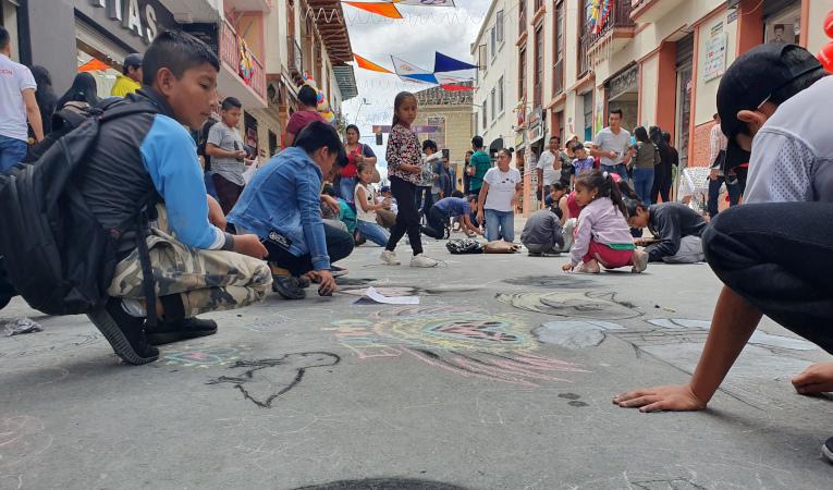 Niños se toman el espacio público en Loja.