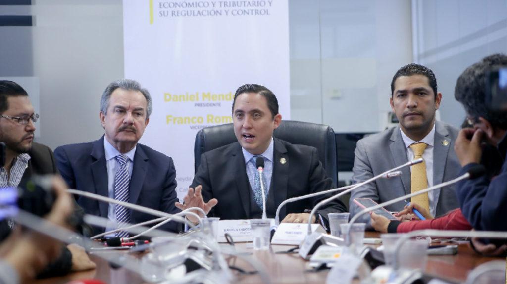 Mendoza, señalado por incluir artículo 'a última hora' en la reforma tributaria