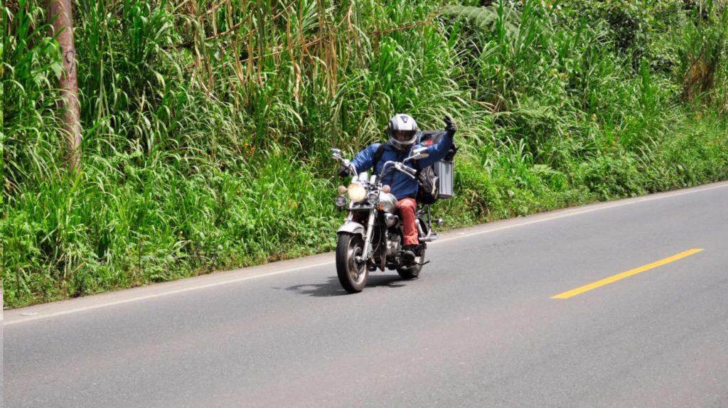 El gobierno inicia registro de camionetas y motos en zonas rurales